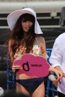 """人気モデル、アイドル、芸人がコラボするビーチステージでのファッションショー「""""ちゅらイイ""""GIRLS UP! ステージ」が開催された"""