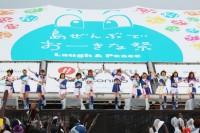 恒例のビーチステージでのアイドルライブが開催。今年の出演者は、Rev. from DVL、SO.ON project、スルースキルズ、Party Rockets、RYUKYU IDOLの5組