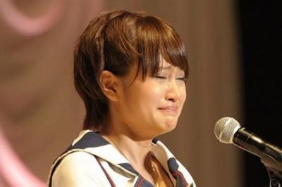 スピーチで感極まった前田敦子(2011年)