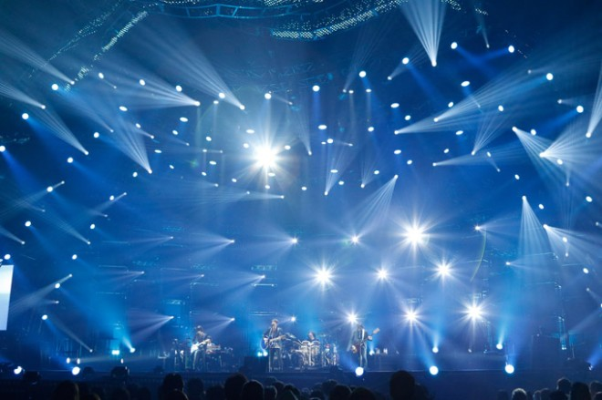 Mr.Childrenの全国ツアー『Mr.Children TOUR 2015 REFLECTION』ライブ写真