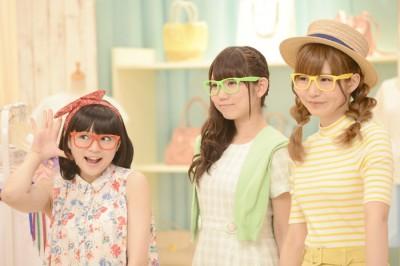 店員になりきる(左から)若井友希、山北早紀、澁谷梓希