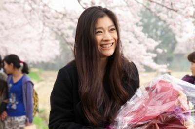 クランクアップを迎え万感の面持ちの篠原涼子