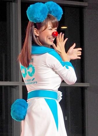 テレビ朝日の55周年応援隊ユニット『ゴーちゃん。GIRLS』として踊りを披露した、青山愛アナウンサー