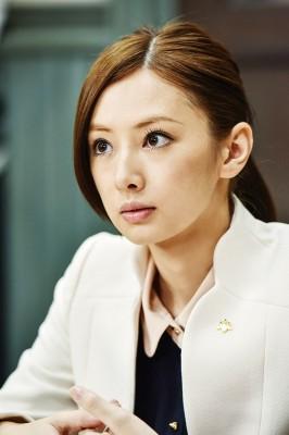 北川景子演じる麻木千佳事務官