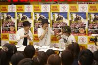 勝 勝次郎のCDデビュー記念イベントに出席した(左から)勝地涼、宮藤官九郎