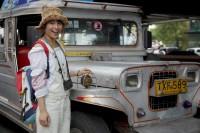 ドキュメンタリー番組『エシカルの贈りもの〜ハピネスをつくるデザイン〜』で訪れたフィリピン・マニラ市内を走るバス「ジープニー」