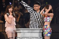 AKB48グループ『第6回じゃんけん大会』渡辺美優紀(NMB48 Team B�U)、篠崎彩奈(AKB48 Team K)