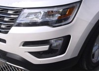 『未来愛車navi.』Vol.1フォード『エクスプローラー』:新しく採用したエアロカーテン。フォグランプの横から空気を取り入れ、 タイヤ周辺の空気の流れを整える。タイヤの空気抵抗を軽減させ 燃費が向上。