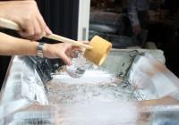 【オトナの社会科見学Vol.1ー霧島酒造】氷で出来た器にたっぷりと芋焼酎が。地元のお祭りではこのように振舞われる