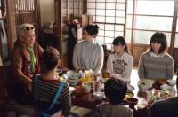 「東京バンドワゴン」第5話の場面写真(C)日本テレビ