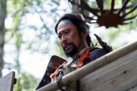 大河ドラマ『真田丸』第1回より。小山田茂誠(高木渉)は岩殿城の手前で武田勝頼を追い返すしかなく…