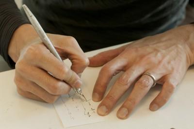 松井先生に「書いてみてください」と言われ、初めてGペンを手にした前田先生