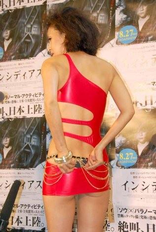 映画『インシディアス』試写会後に過激衣装で登場した岡本夏生 (C)ORICON DD inc.