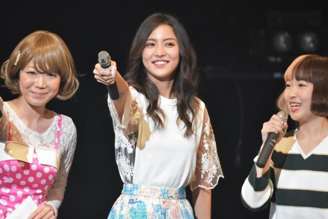 MCの響乃じゅん子、石川恋、中森一夏/『a-collection』