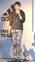 『adidas WOMEN PRESS CONFERENCE 2016』で筋トレで鍛えた美ボディを披露した榮倉奈々