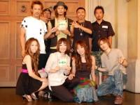DVD『あいのり ラブワゴンが出会った愛〜ヒデが旅した1年半〜』発売記念イベントに登場した、元メンバーの(上段左から)ヒデ、じゅん平、嵐、tk、袋ロー(下段左から)おーせ、アヤ、MIE、アレック (C)ORICON DD inc.