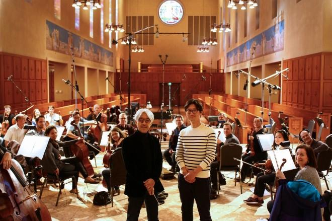 収録に臨んだ坂本龍一と李相日監督、ノースウェスト交響楽団