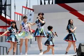 昼に行われたAKB48グループコンサートの様子