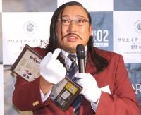 『クリエイターズ・ファイル珈琲店』統括チェアマン・館長「岡添金太郎」として登場した秋山竜次