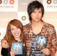 AKB48卒業生の川崎希と夫のアレクサンダー