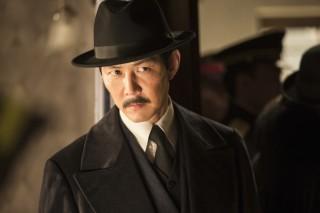 朝鮮臨時政府の警務隊長であり、日本政府の密偵・ヨム・ソクチンを演じたイ・ジョンジェ