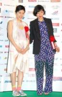 『第69回毎日映画コンクール』オープニングセレモニーに出席した(左から)安藤桃子&安藤サクラ姉妹 (C)ORICON NewS inc.