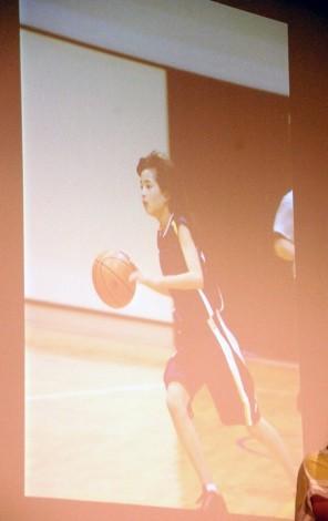 当時小学校6年生…バスケをする広瀬すず。姉のチームの人数合わせで、気づいたら入っていたという。=男子バスケットボール『B.LEAGUE』開幕日・対戦カード発表会見 (C)ORICON NewS inc.