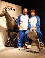 乗馬フィットネス機器『JOBA』の発表会に出席した、(左から)アニマル浜口、浜口京子 (C)ORICON NewS inc.