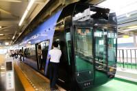 「千葉都市モノレール車両基地見学ツアー」では貸し切りのモノレールに乗車