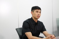 小島よしお『よしおのうた』インタビューカット