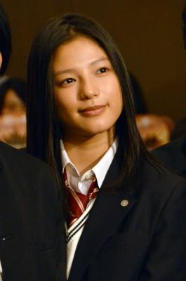 吹奏楽部の有馬渚を演じる石井杏奈(E-girls)