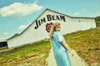 ローラがアートディレクションを手掛けた「ジムビーム」広告ビジュアル