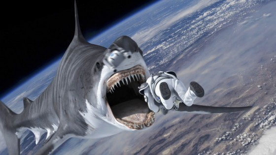 竜巻によって宇宙にまで飛んできた巨大サメ『シャークネード エクストリーム・ミッション』(C)2015 THE THIRD ONE, LLC. All Rights Reserved.