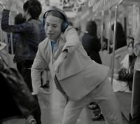 FISHBOYが出演するソニーハイレゾWEBムービー「FISHBOY Wireless Dance」場面カット