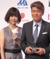 結婚のタイミングを明かした(左から)松本伊代、ヒロミ夫妻=『第3回ベストエンゲージメント2015』表彰式 (C)ORICON NewS inc.