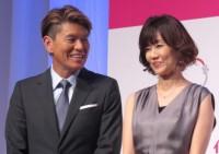 仲睦まじい様子を見せた(左から)ヒロミ、松本伊代夫妻=『第3回ベストエンゲージメント2015』表彰式 (C)ORICON NewS inc.