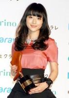 『第9回 クラリーノ美脚大賞2011』を受賞した石原さとみ (C)ORICON DD inc.