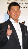 映画『007/慰めの報酬』ジャパンプレミアに登場しレッドカーペットを闊歩した松坂大輔