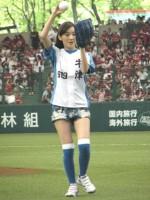 2010年5月4日に西武ドームで行われた始球式に登場した波瑠