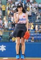 プロ野球「ヤクルト対阪神」で始球式を行った川口春奈 (C)ORICON NewS inc.