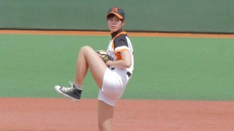 豪快な投球を披露した稲村亜美