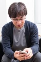 こだわりアイテムはないという新海誠監督が仕事でいつも使うのはiPhone:対談撮り下ろしカット(写真:鈴木一なり)