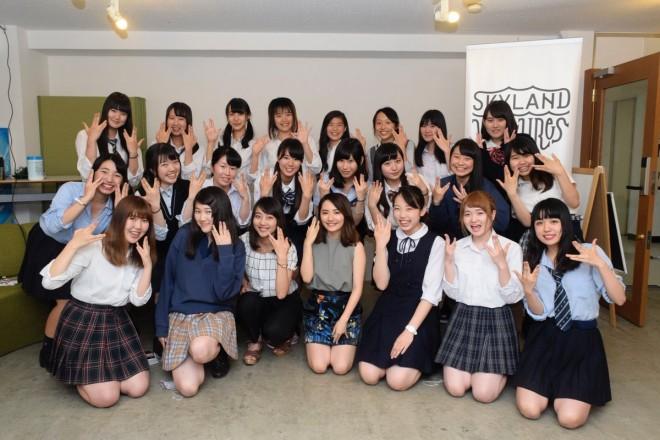総勢80名の女子中高生で組成される「JCJK調査隊」を率い、10代のマーケティング調査を行う椎木里佳