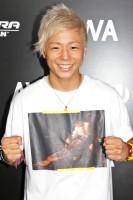 『ULTRA JAPAN 2016』のAWAブースに来場した武尊