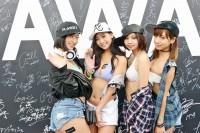 『ULTRA JAPAN 2016』のAWAブースに来場した、(左から)倉持由香、佐山彩香、川井優沙、星島沙也加