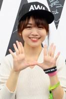 『ULTRA JAPAN 2016』のAWAブースに来場した、元HKT48の菅本裕子
