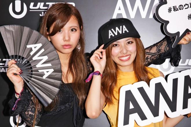 『ULTRA JAPAN 2016』のAWAブースに来場した、元アイドリング!!!で現在Booing!!!の(左から)倉田瑠夏、橘ゆりか