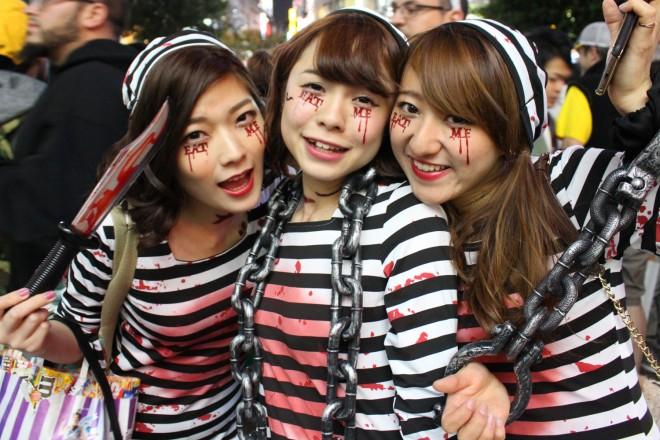 渋谷で見つけた仮装美女(囚人)