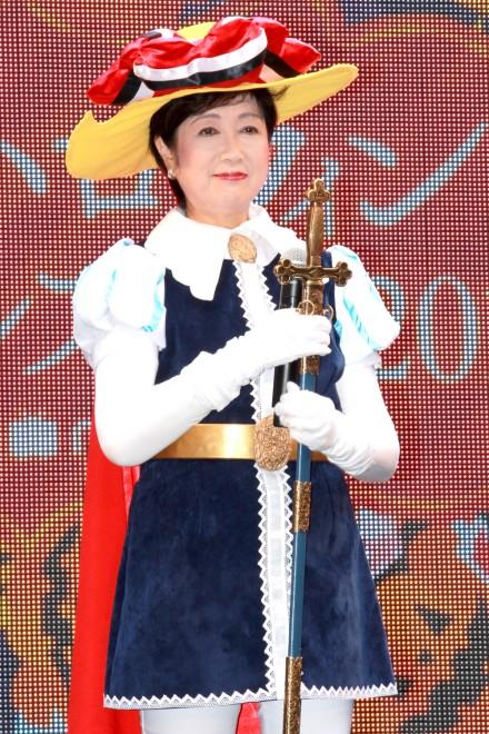 『池袋ハロウィンコスプレフェス2016』オープニングセレモニーにリボンの騎士コスプレで登場した、東京都知事の小池百合子氏