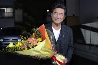9人の愛人を持つテレビドラマプロデューサーの風松吉を演じた船越英一郎